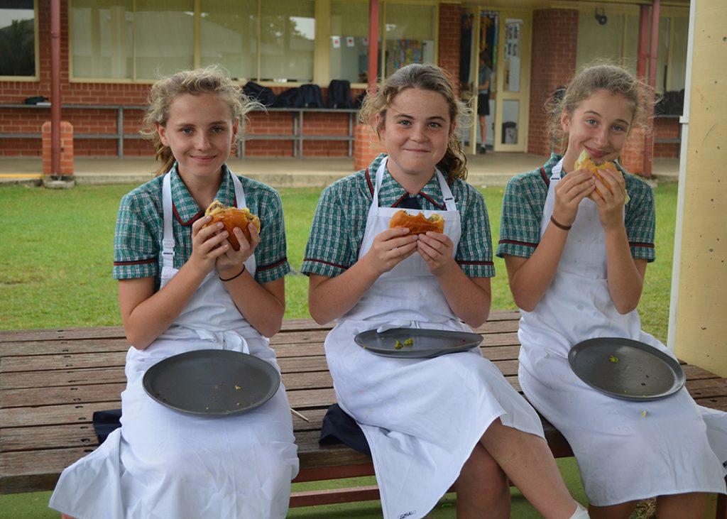 Burgers-3-girls