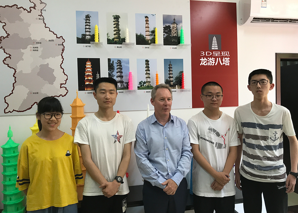 Longyou students and 3D printing models of famous towers in China